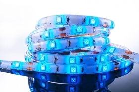 Striscia led colore luce blu strip led blue 300 led 5 metri 12Vdc flexible stripe